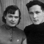 Фотография Сергея и Инги из фотоателье сразу после загса 18 декабря 1958 года.