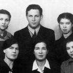 Семья родственников, в которой Сергей жил на первом и втором курсе в Санкт-Петербурге. В одной комнате…