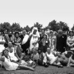 На корпоративах советских времён приглашённые звёзды не требовались. Танец маленьких лебедей – коронный номер Сергея Викторовича (второй справа в первом ряду), начало 70-х годов.